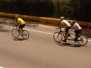 Bicicleta doble en la cota mil